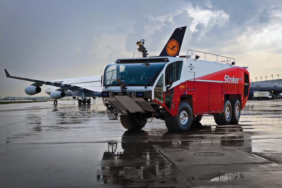 Lotniskowy wóz stażacki ARFF Oshkosh Striker 3000
