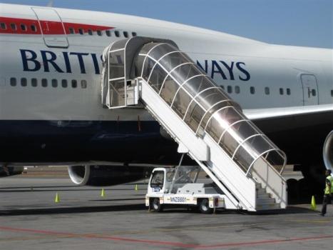 Samojezdne schody samolotowe pasażerskie z zadaszeniem TLD Polska